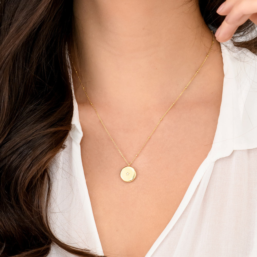 Locket Round Necklace with Star - Gold Plated - 3